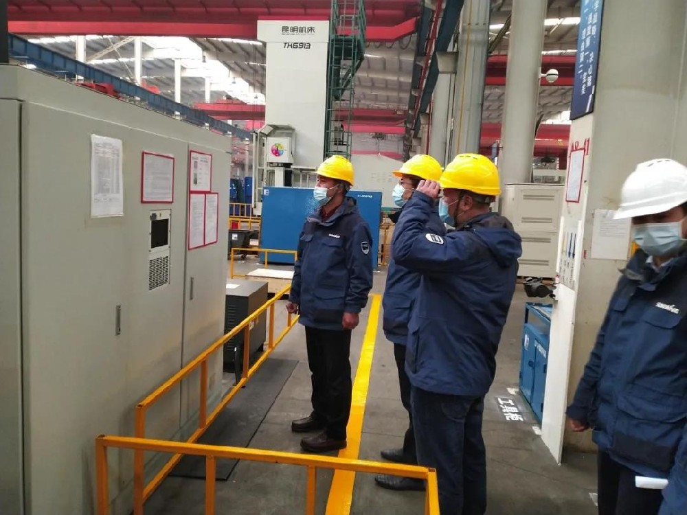 On March 30, Fu Xiangdong, general manager of the company, checked the environmental safety of the Sunward production plant.